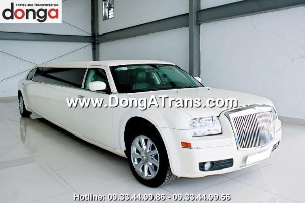 cho-thue-xe-limousine-lincoln-trang