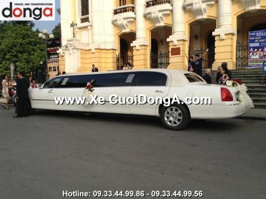 khach-hang-thue-xe-3-khoang-limousine-cua-cong-ty-dong-a-trans (11)
