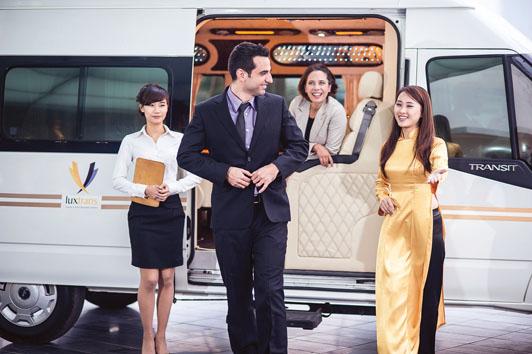 hinh-anh-xe-DCar-limousine-fordtransit-chuyen-co-mat-dat-dongatrans (28)