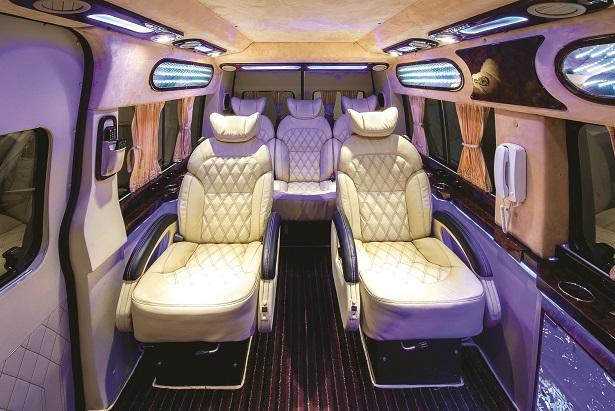 hinh-anh-xe-DCar-limousine-fordtransit-chuyen-co-mat-dat-dongatrans (97)1